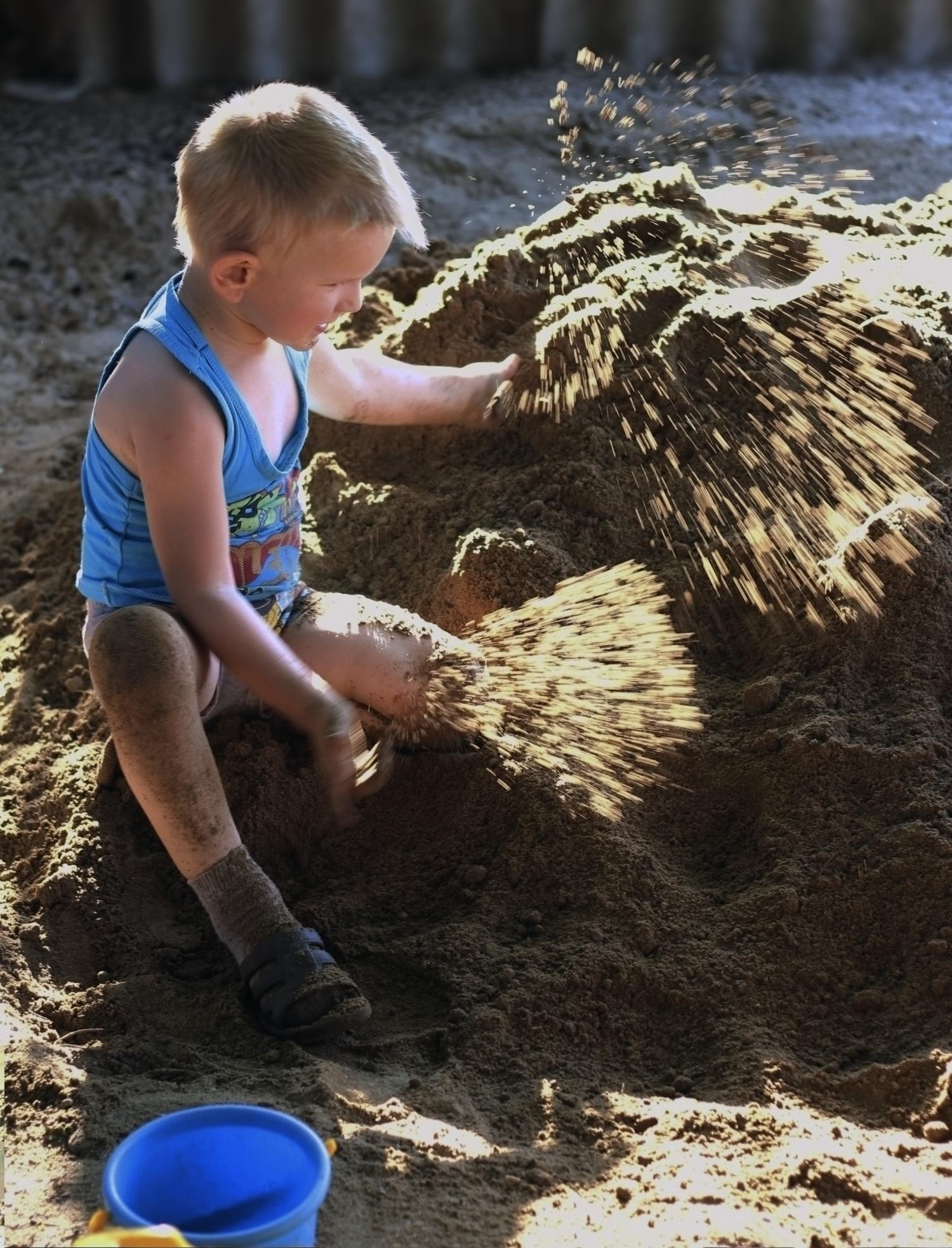 Брызги песка