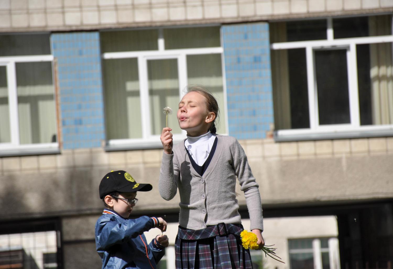 Мальчик с девочкой дружил