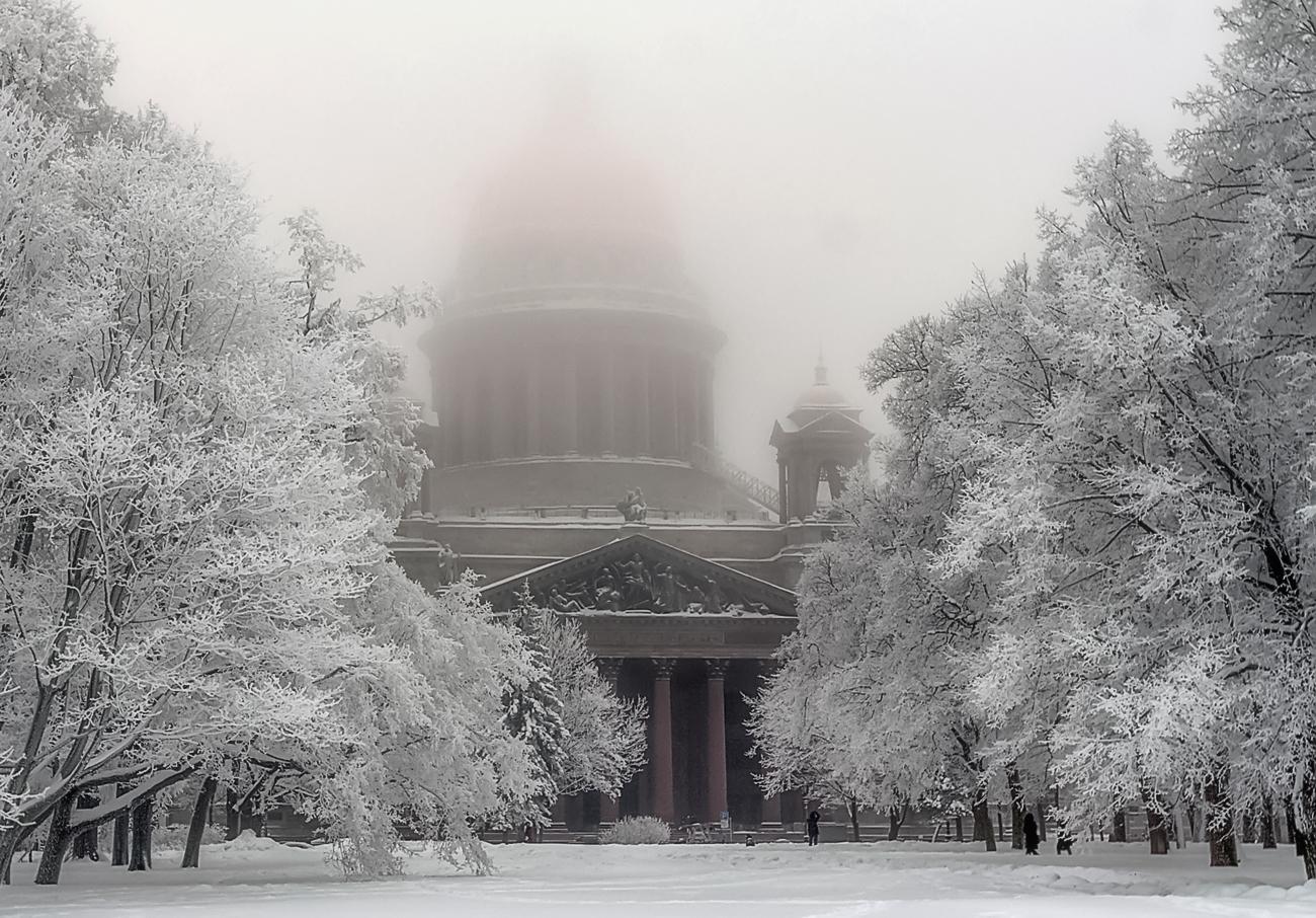 Тающий Исаакиевский Собор (зимние туманы)