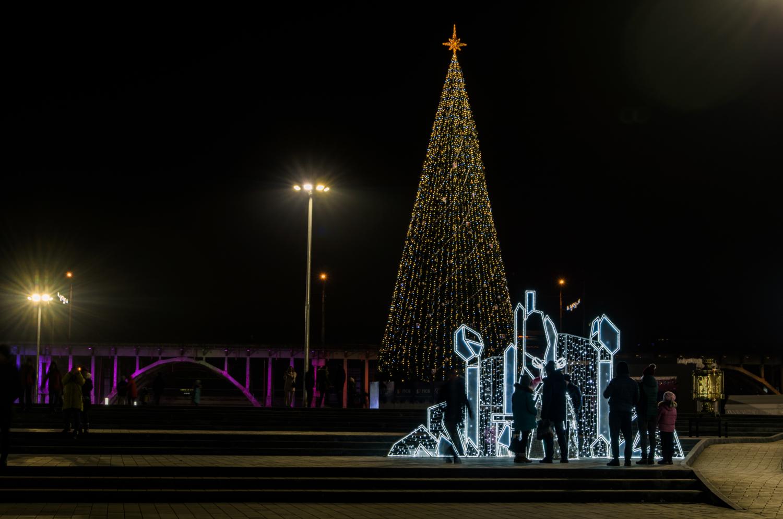 Новому году - новую елку...