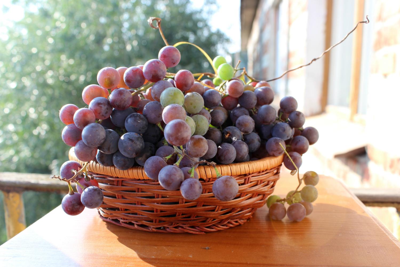 Корзинка с виноградом