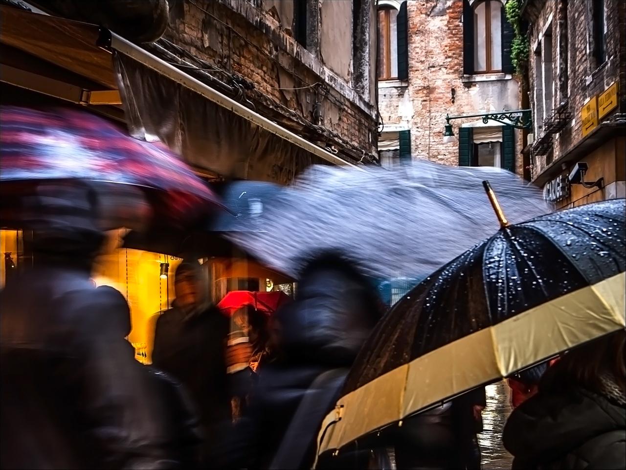 Порывистый ветер, дожди