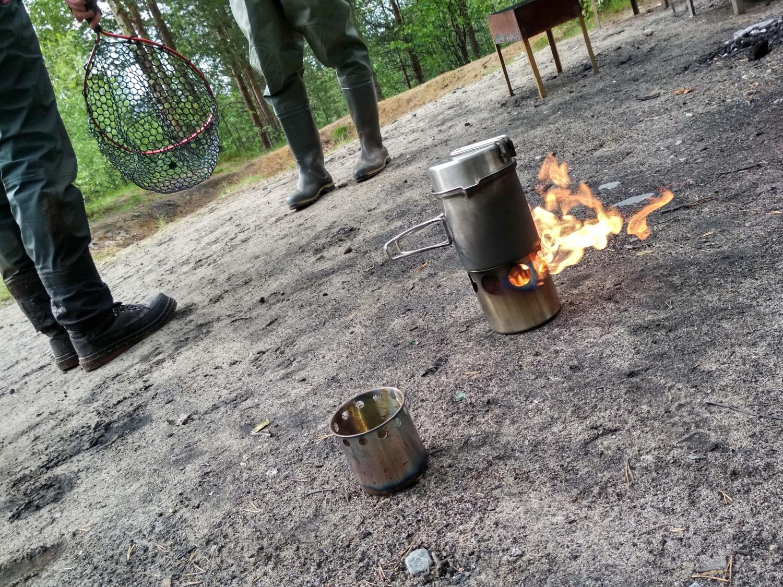 Бъется в тесной печурке огонь...
