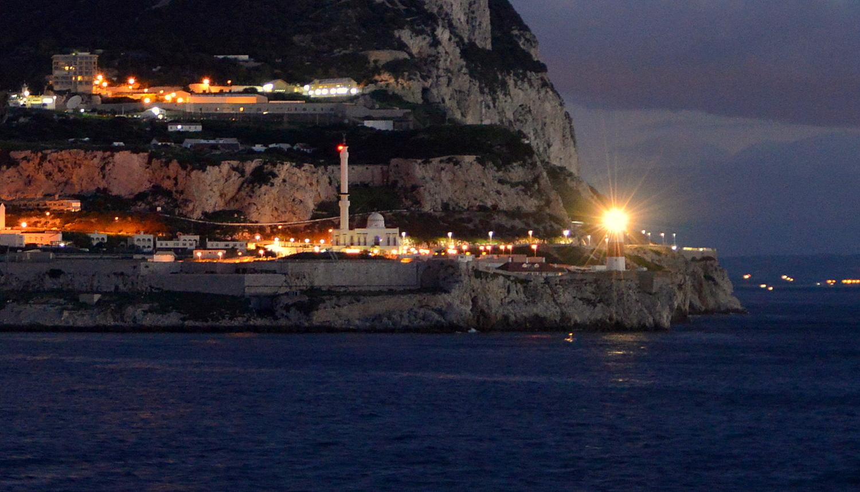 Гибралтарский лайтхаус жжет !