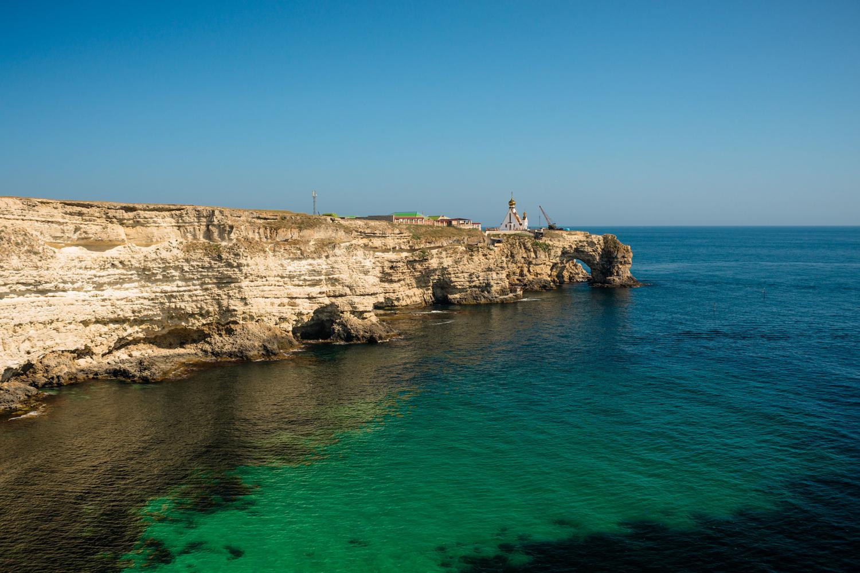 Там где скалы уходят в море