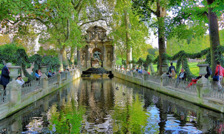 В тени у Медичи фонтана