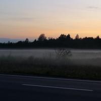 Поздний вечер,туман расстилается