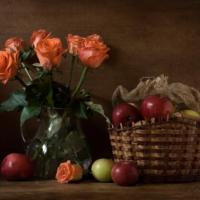 Натюрморт с яблоками и розами