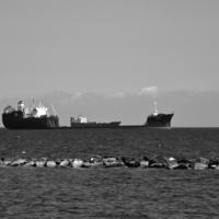 Стояли в море корабли