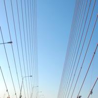 По мосту