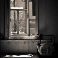 Мне одиноко, друг мой чайник...