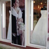 Примерка свадебного платья.