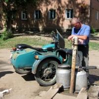 Мотоциклист-водовоз.