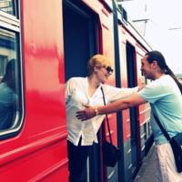 Из поезда в объятия