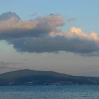 гора под облаками