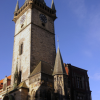 Бъют часы на старой башне