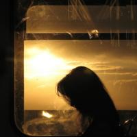 Закат сквозь трамвайные окна