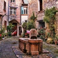Старый дворик французский