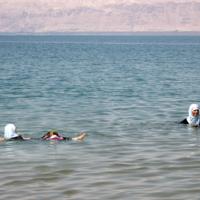 Купальщицы Мертвого моря