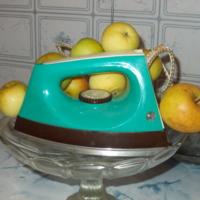 утюг в яблоках