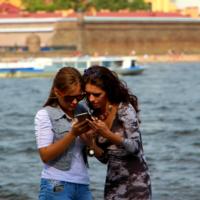 Девчонки и телефон