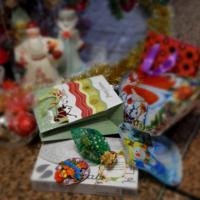 Успеть упаковать всем подарки)))