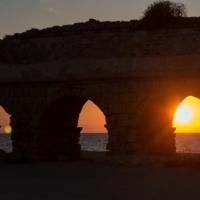 Закат у древнего акведука