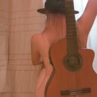 Автопортрет с гитарой