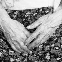 Женские руки-вечные слуги...