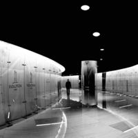 По коридору