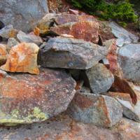 Гранитные камни