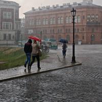 Вряд ли зонтик здесь поможет