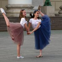 Будущие балерины у Большого театра
