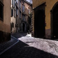 ...и на Тенистой улице я постою в тени
