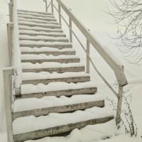 Лестница на эстакаду. Зима однако.