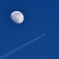 Луна в иллюминаторе ...