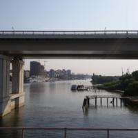 На мосту под мостом