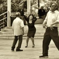 Танцуй, пока душой ты молодой!