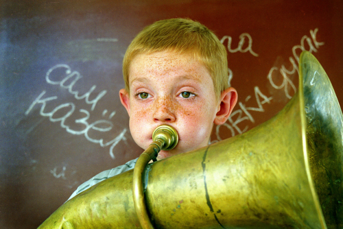 По принуждению трубач.