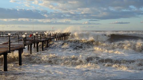 Тревожно мятежное море...