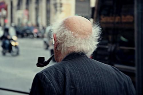 Pensieroso vecchio