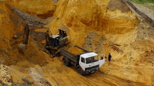 Работа в песчаном карьере