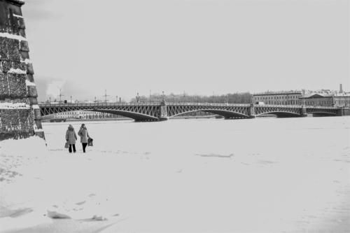 Мост в черно - белом Петербурге