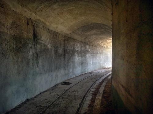 Дорога в очень подземный бункер